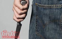 Lên cơn 'ngáo đá', dùng dao và kim tiêm dính máu khống chế con tin tại nhà hoang