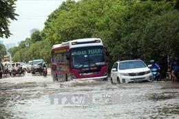 Thoát nước chậm, Hà Nội lại xuất hiện nhiều điểm ngập sau mưa lớn
