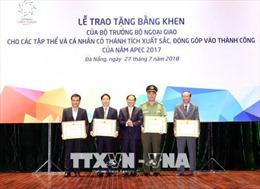 Khen thưởng 106 tập thể, cá nhân góp phần vào thành công của Năm APEC 2017