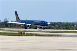 Bão Jongdari khiến Vietnam Airlines lùi giờ cất hạ cánh 6 chuyến bay