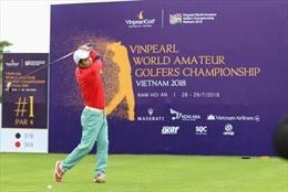 Cựu danh thủ Nguyễn Hồng Sơn so gậy cùng vợ chồng nhạc sĩ Minh Khang tại Vinpearl Golf Nam Hội An
