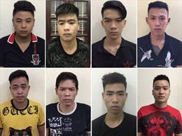 Gần 100 thanh niên Hà Nội vác dao, kiếm đi trả thù