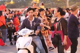 Trận Việt Nam- Philippines: Giá vé chợ đen tăng chóng mặt trước giờ bóng lăn