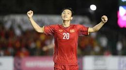 Phan Văn Đức nhận giải Cầu thủ hay nhất trận Việt Nam - Philippines