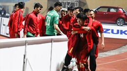 Văn Toàn ở nhà, tuyển Việt Nam chỉ còn 22 cầu thủ bay sang Philippines