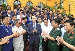 Người dân bày tỏ lòng tiếc thương Chủ tịch nước Trần Đại Quang