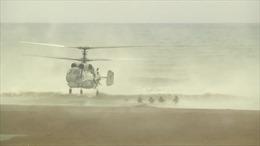 Lính thủy đánh bộ, xe tăng Nga rầm rập đổ bộ xuống bờ biển Latakia, Syria