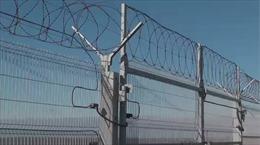 Mỹ còn tranh cãi tường biên giới, Nga đã xây xong hàng rào tách biệt Crimea - Ukraine