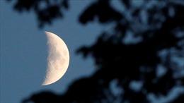 Tàu thăm dò Trung Quốc chỉ cách 'vùng tối' Mặt trăng 15km, chuẩn bị đáp xuống