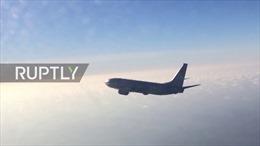 Cận cảnh Su-27 Nga chặn đầu máy bay do thám Mỹ trên Biển Baltic