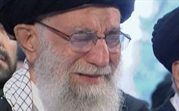Lãnh tụ Tối cao Iran bật khóc nhiều lần trước linh cữu Tướng Qasem Soleimani