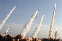 Giá dầu, vàng tăng vọt, chứng khoán lao dốc sau khi Iran nã tên lửa căn cứ Mỹ