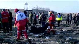 Hiện trường tang thương vụ máy bay chở 176 người rơi tại Iran