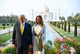 Tổng thống Trump và phu nhân thăm đền Taj Mahal trong ánh hoàng hôn