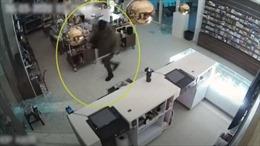 Trộm dùng búa tạ phá cửa bảo tàng 'cuỗm' tranh Van Gogh