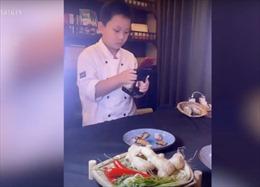 Bé trai 10 tuổi thành ngôi sao nấu ăn, video ẩm thực cực kỳ ấn tượng