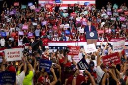 Bầu cử Mỹ: Phớt lờ qui định giãn cách, Tổng thống Trump tổ chức mít tinh tranh cử trong nhà