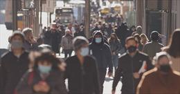 Cảnh báo lớn đằng sau sự sụt giảm mạnh ca nhiễm mới COVID tại Mỹ