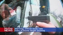 Video nữ cảnh sát Mỹ rút nhầm súng bắn chết người da đen, khiến bạo loạn bùng phát