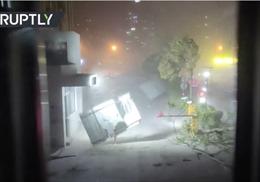 Gió dữ nhổ bật gốc cây, thổi máy bay quay vòng, làm 11 người chết ở Trung Quốc