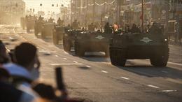 Choáng ngợp quân đội Nga diễn tập chuẩn bị lễ duyệt binh Ngày Chiến thắng