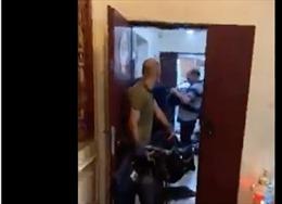 Video phóng viên quốc tế đóng gói đồ tháo chạy trước khi văn phòng Gaza bị Israel đánh sập
