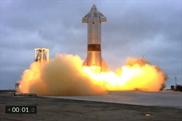 Xem tàu vũ trụ SpaceX hạ cánh thành công sau 4 lần nổ tung