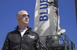 Cuộc đua của các tỷ phú: Jeff Bezos dẫn trước, bay vào vũ trụ trong tháng tới
