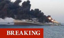 Video tàu lớn nhất của hải quân Iran cháy ngùn ngụt rồi đắm trên Vịnh Oman
