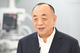 Chủ công ty sản xuất máy thở thành tỉ phú giàu nhất Singapore