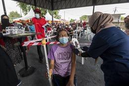 COVID-19 tại ASEAN hết 12/10: Indonesia ca mắc giảm 98%; Campuchia tiêm mũi 3 đại trà