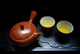 Nhấp ngụm trà xuân…