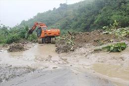Sơn la: Sạt lở nghiêm trọng trên Quốc lộ 37 gây ùn tắc