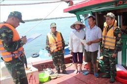Bắt giữ tàu kích điện đánh bắt thủy sản trái phép trên vùng biển Trà Cổ