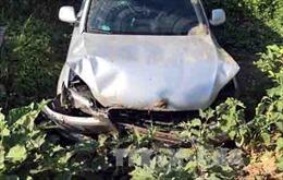 Mất lái, ô tô lao xuống vực sâu 100m, 5 người bị thương
