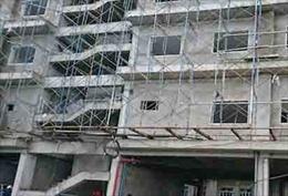 Rơi xuống từ tầng 5, một công nhân xây dựng bị đa chấn thương nặng