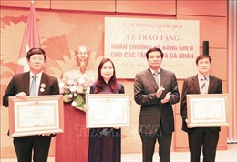Tặng thưởng cá nhân, tập thể xuất sắc trong công tác phục vụ Quốc hội, Hội nghị APPF 26