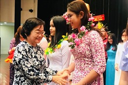 Thành phố Hồ Chí Minh trao học bổng khuyến tài cho hơn 500 sinh viên