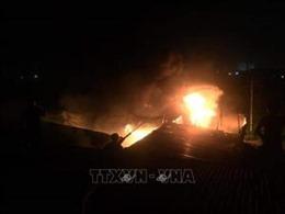Cháy bùng phát tại cơ sở đóng gói trái cây, huy động 4 xe chữa cháy dập lửa