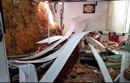 San gạt đất gây sạt lở làm sập nhà hàng xóm lúc nửa đêm