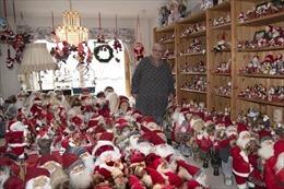 Bộ sưu tập búp bê 'ông già Noel' khổng lồ