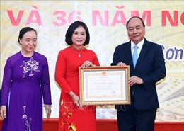 Thủ tướng Nguyễn Xuân Phúc về thăm trường cũ nhân ngày 20/11