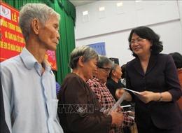 Phó Chủ tịch nước Đặng Thị Ngọc Thịnh thăm, tặng quà Tết các đối tượng chính sách tỉnh Long An