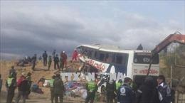 Xe buýt va chạm với ô tô tải, ít nhất 39 người thương vong