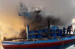 Tàu cá vừa nhổ neo ra khơi thì bất ngờ bị cháy