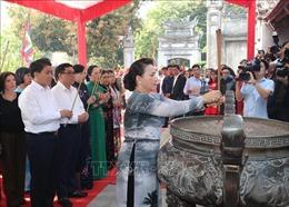 Chủ tịch Quốc hội Nguyễn Thị Kim Ngân dâng hương tại Đền thờ Hai Bà Trưng