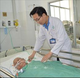 Cứu sống Mẹ Việt Nam Anh hùng gần 90 tuổi bị u não nặng