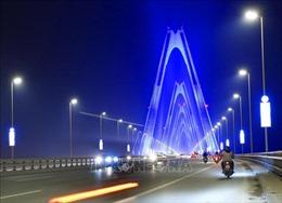 Cầu Nhật Tân thắp đèn xanh vì người tự kỷ