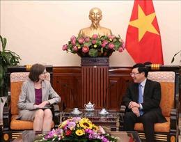 Phó Thủ tướng, Bộ trưởng Ngoại giao Phạm Bình Minh tiếp Đại sứ Canada tại Việt Nam
