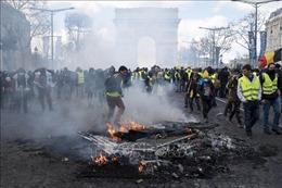 Pháp tiếp tục cấm phe 'Áo vàng' hoạt động tại đại lộ Champs-Elysees